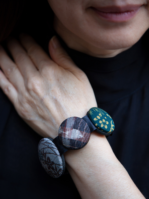 bracelet-hiroko-gray-bamboo-silk-japan-valerie-hangel
