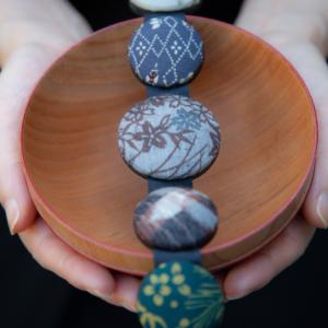 bracelet-hiroko-gris-bambou-soie-Kimono-Galerie-h-Geneve