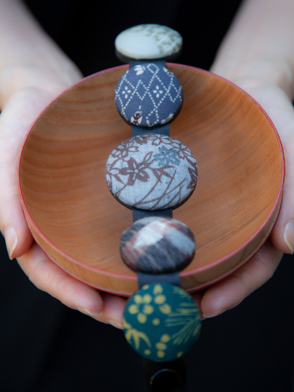 Bracelet-hiroko-gray-bamboo-silk-Kimono-galerie-h-Geneva