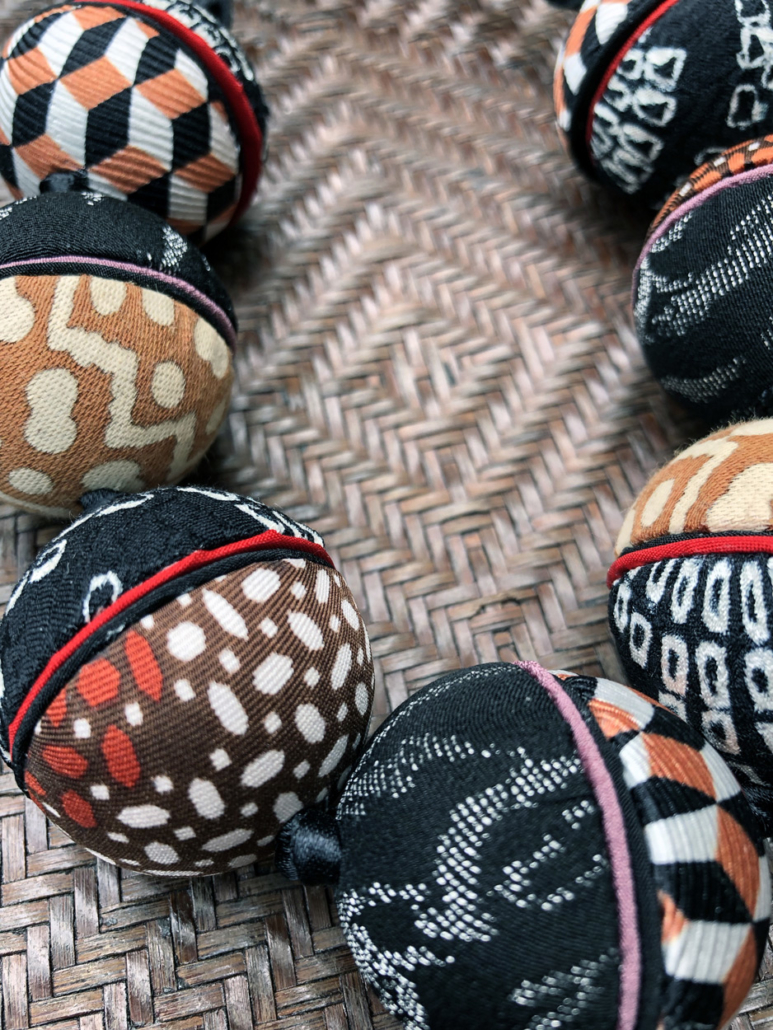 Collier-Ines-perles-soie-kimono-ancien-tissus-cravate-galerie-h