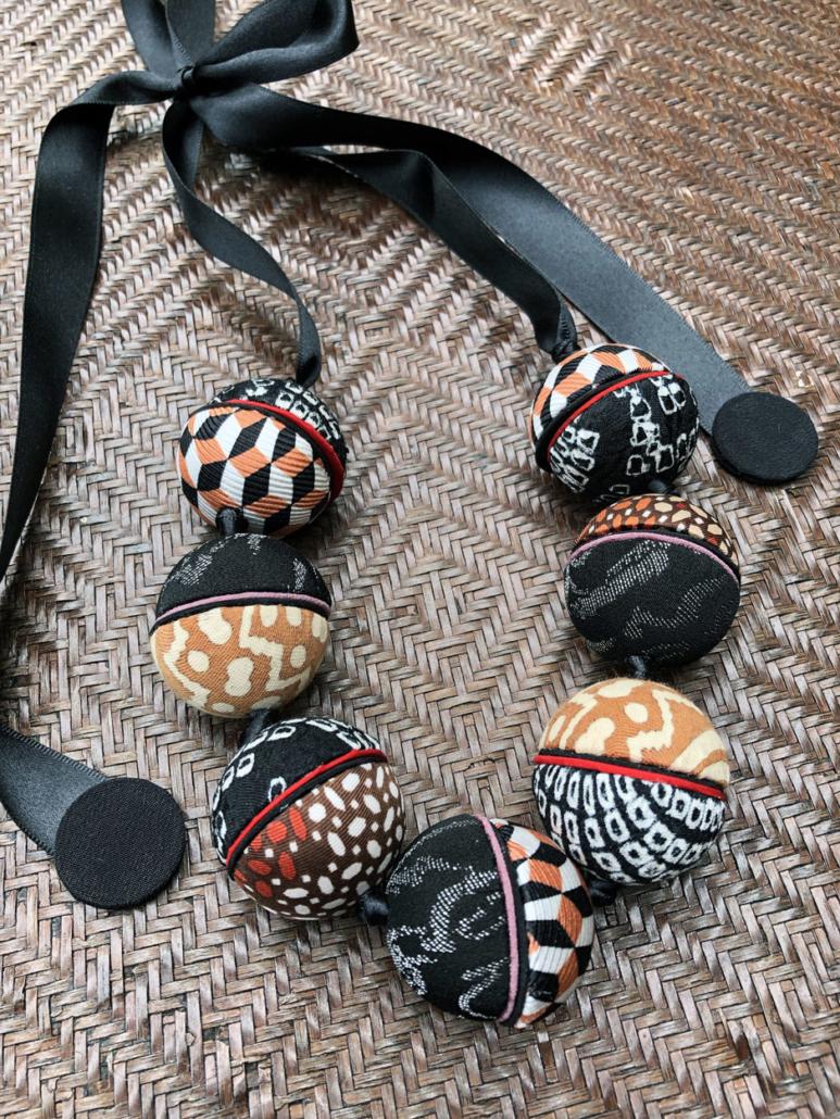 Collier-Ines-twill-cravate-foulard-anciens-mode-bijou-galerieh-creation