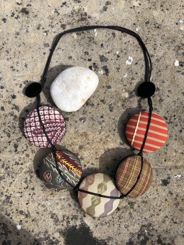 collier-Hiroko-mandarine-galerie-h-mode-bijoux-boutique-cadeau-kimono