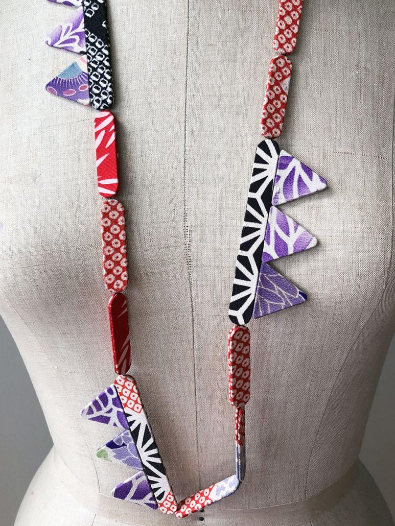 collier-artisanat-fait-mains-carouge-bijoux-textile-soie-Ikat-Shibori-galerie-h