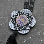 collier-fleur-pompon-carouge-geneve-Hangel-Valerie-kimono-soie-atelier-bijouterie