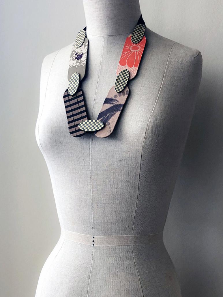 collier-grande-perle-kimono-Carouge-cadeau-fait-main-local-geneve-bijoux