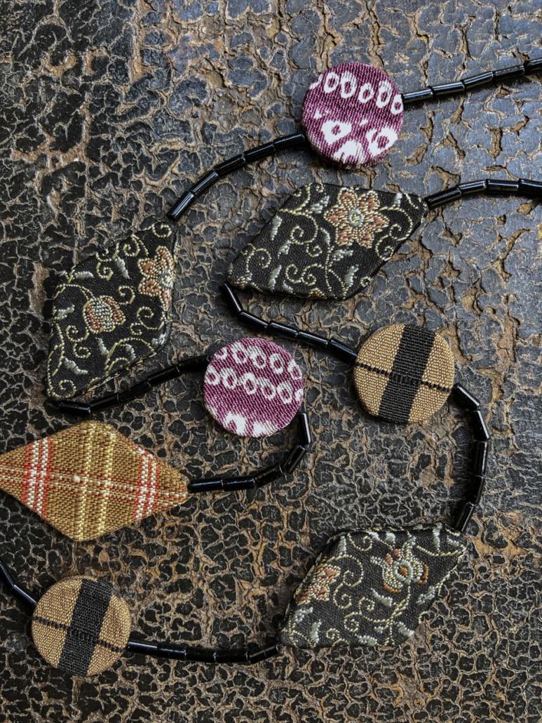 collier-nuit-etoiles-bijou-soie-cravate-fait-main-atelier-creation-unique-carouge-Hangel