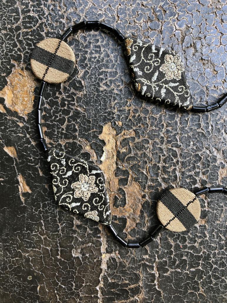 collier-nuit-etoiles-perles-de-rocailles-rouge-galerie-hbijoux-carouge-valerie-hangel