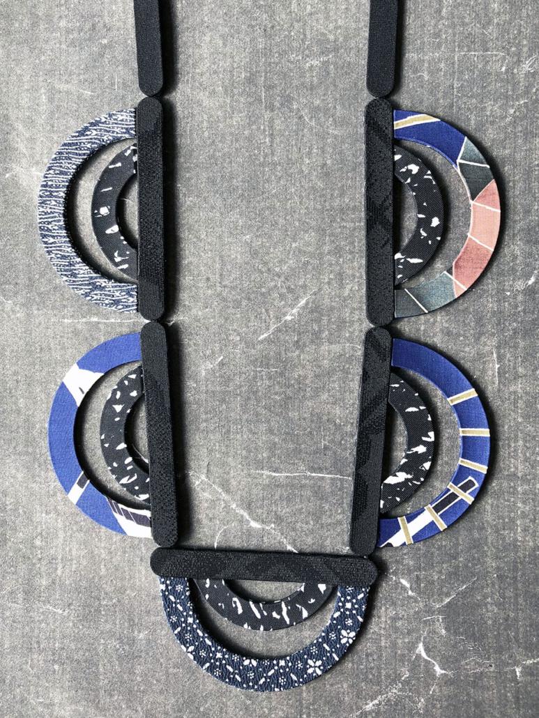 collier-ondes-kimono-vintage-soie-textile-carouge-Hangel-achats