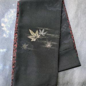 scarf-silk-kimono-maple-leaves-fashion-accessory-scarf-winter-collection-valerie-hangel