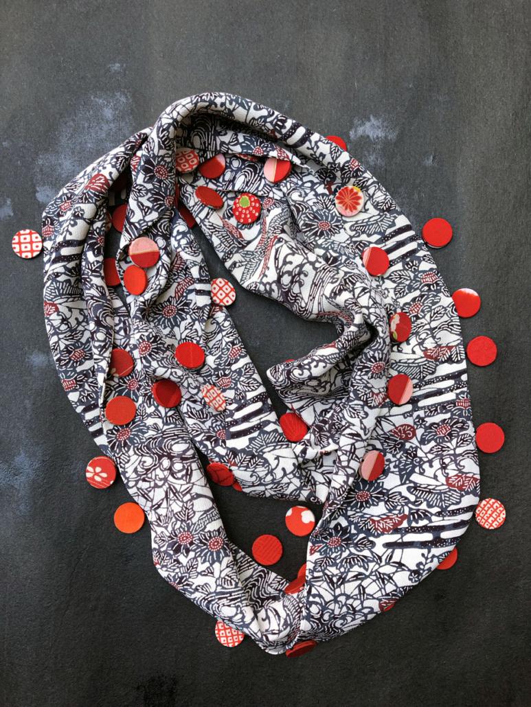 Echarpe-tube-pompons-kimono-ancien-valerie-Hangel-boutique-accessoire-mode-fait-main