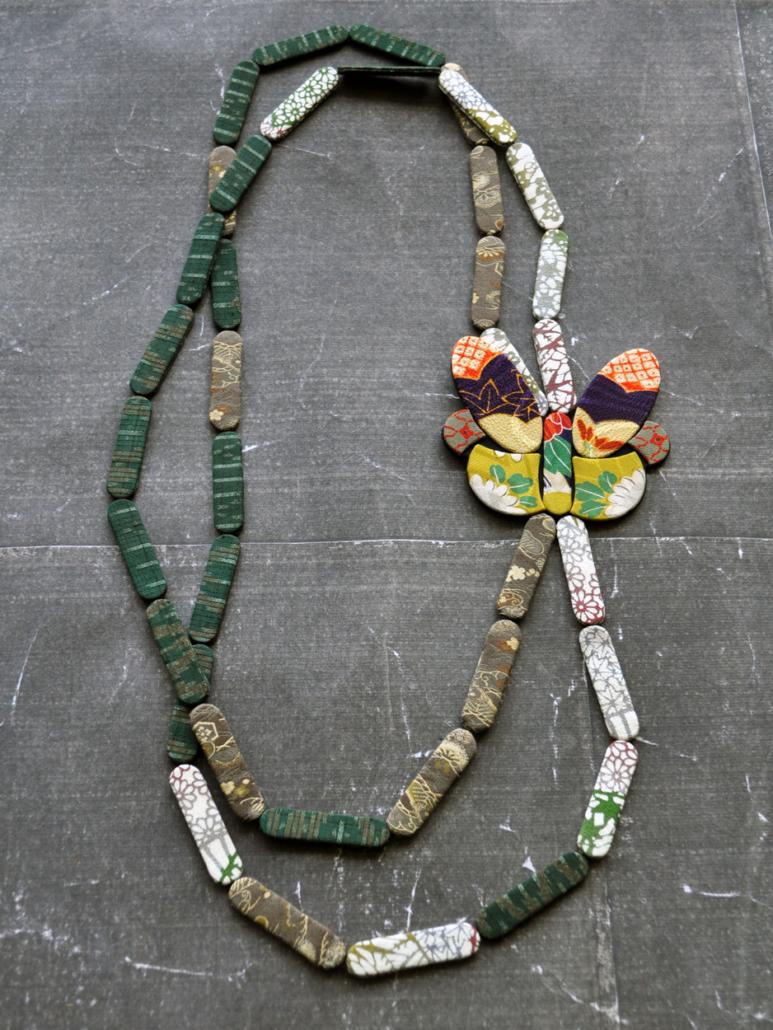 collier-grand-papillon-boutique-Carouge-cadeau-art-bijoux-Hangel