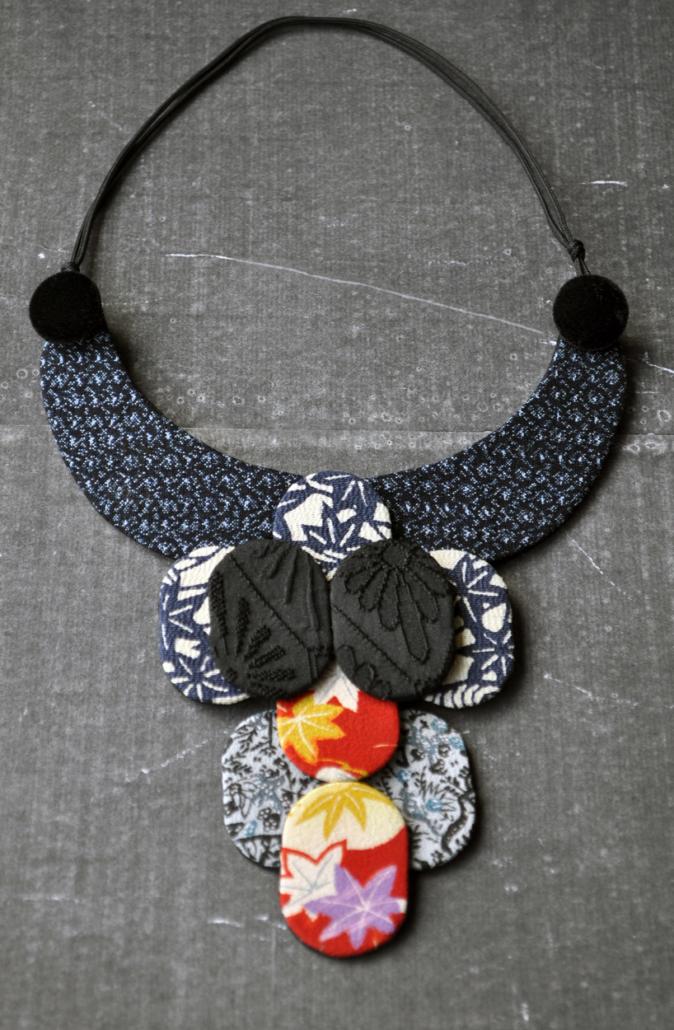 collier-samourai-kimono-carouge-Geneve-artisanal-creations-contemporaines-Carouge