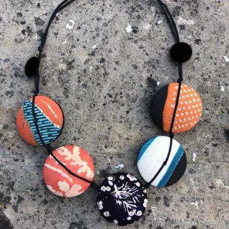 made-to-measure-jewelry-silk-kimono-necklace-valerie-hangel-galerie-h-geneva