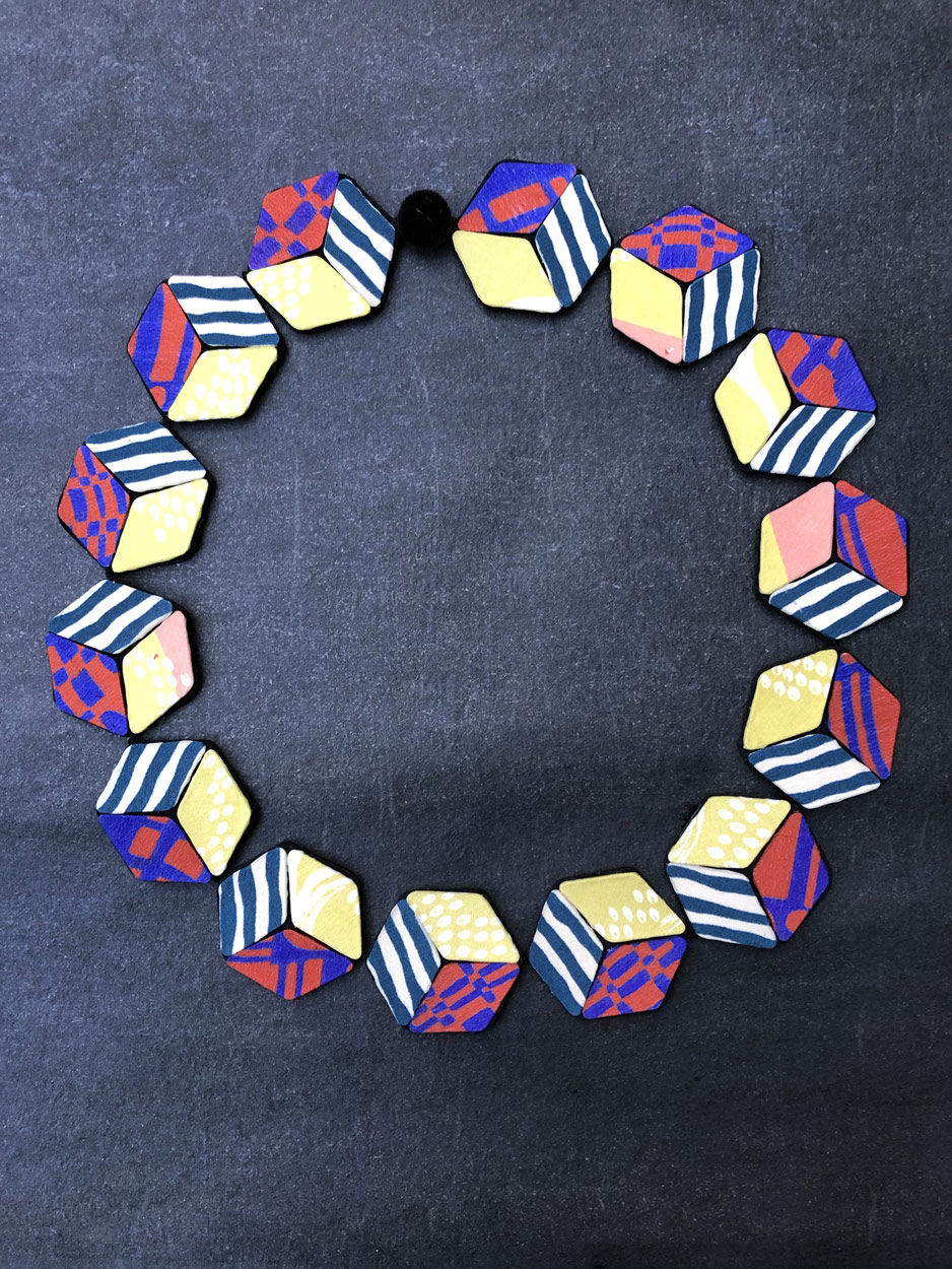 Collier-perles-cubes-kimono-soie-bijoux-textiles-contemporain-Valerie-hangel-Carouge-geneve