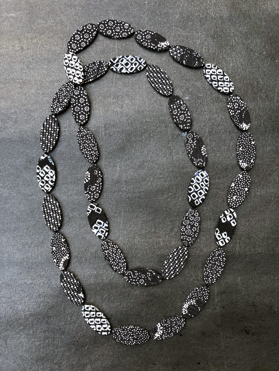Collier-shibori-soie-kimono-japon-carouge-geneve-creation-sur-mesure-cadeau-artisanat-carouge-geneve