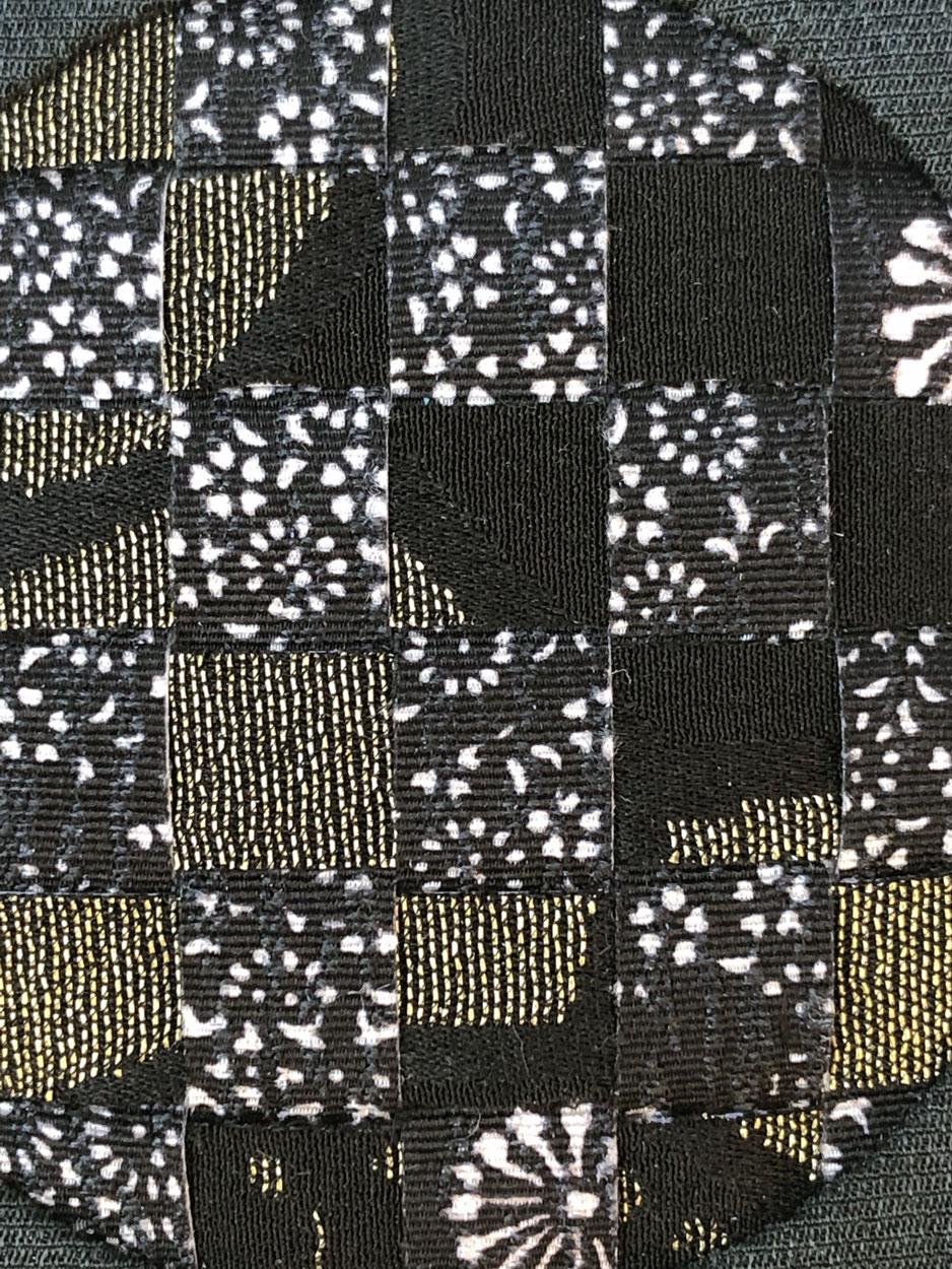 brooch-handmade-textile-jewellery-maker-valerie-hangel-carouge