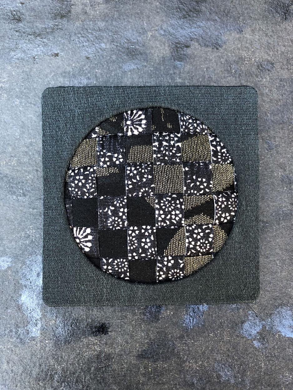 Brooch-jewel-maker-silk-kimono-textile-jewellery-Geneva-galerie-h