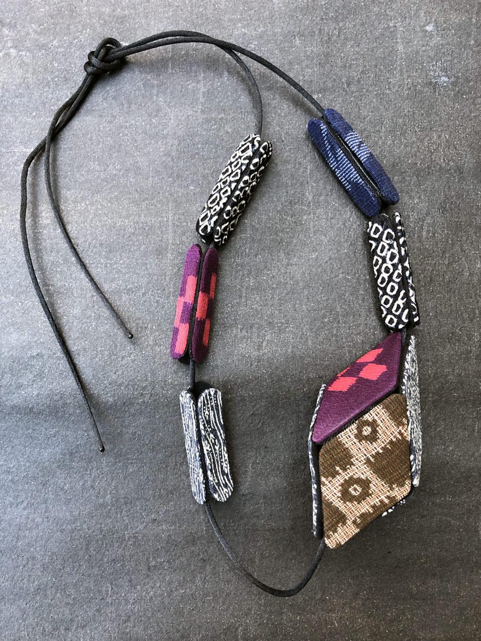 Collier-cube-soie-kimono-Valerie-Hangel-contemporain-bijoux-Geneve
