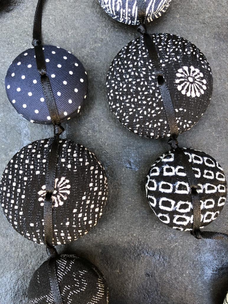 Necklace-Hiroko-tie-jewelery-textile-handmade-kimono-silk-Geneva-valerie-hangel