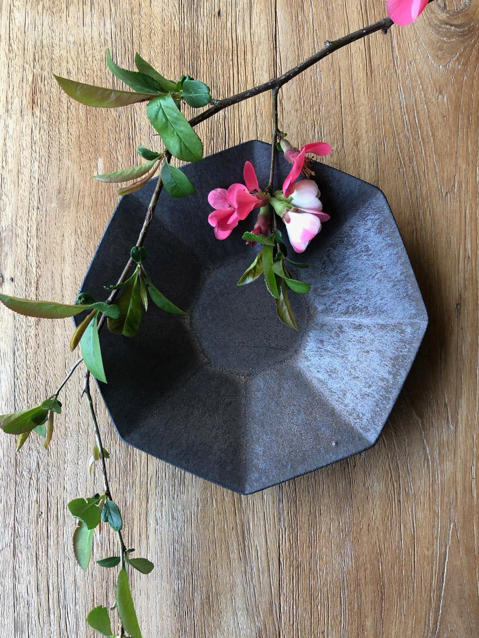 Plate-Ceramics-Unique-piece-Shinobu-Hashimoto-Galerie-h-Geneva