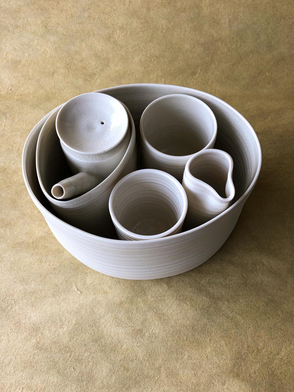 ceramique-theiere-porcelaine-art-de-la-table-artisanat-julie-Anne-hargreaves-artisan-galerie-h-geneve-carouge