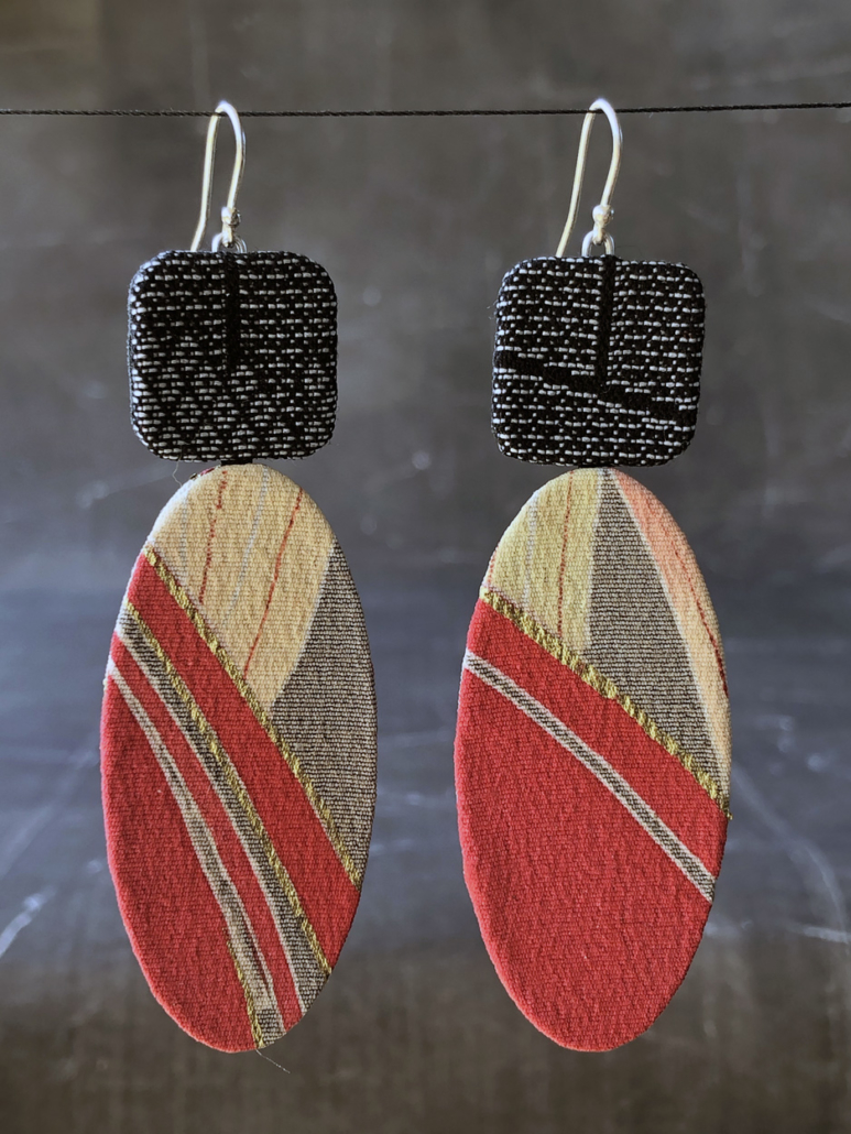 Earrings-gold-red-textile-silk-kimono-handmade-unique-piece-studio-geneva-valerie-Hangel-