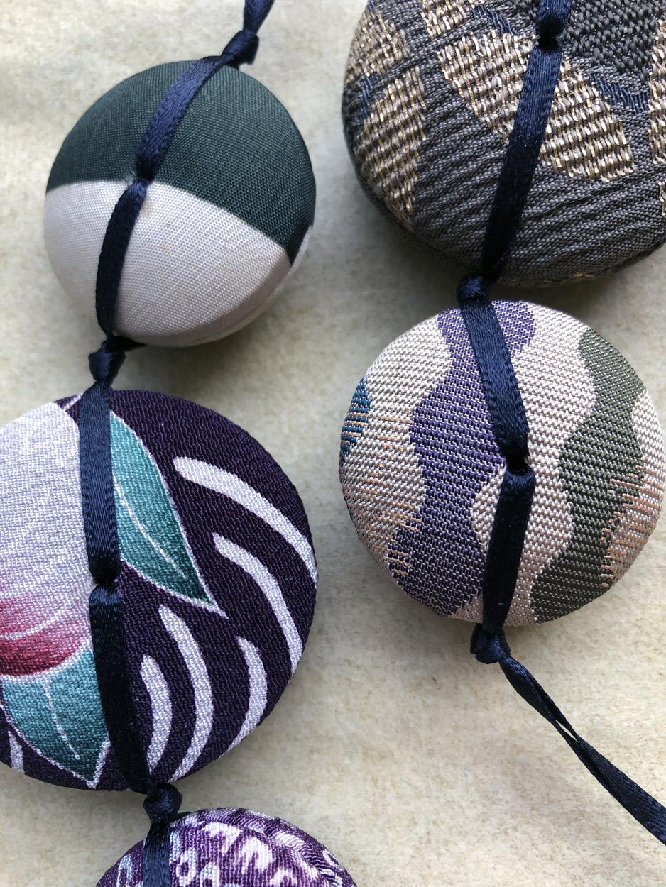 Necklace-Hiroko-textile-jewelry-jeweler-hangel-galerie-h-carouge