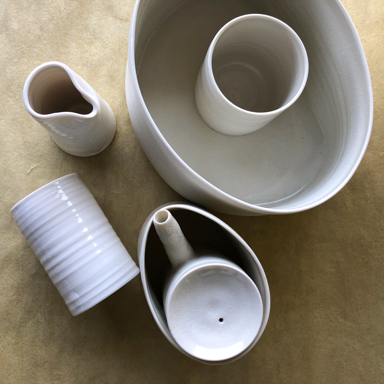 Tea-pot-Ceramic-Julie-Anne-Hargreaves-Galerie-h-Geneva