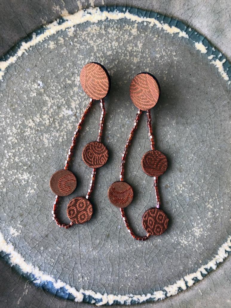 boucles-oreilles-Elsa-bijoux-textiles-creation-sur-mesure-Carouge-Geneve-galerie-h