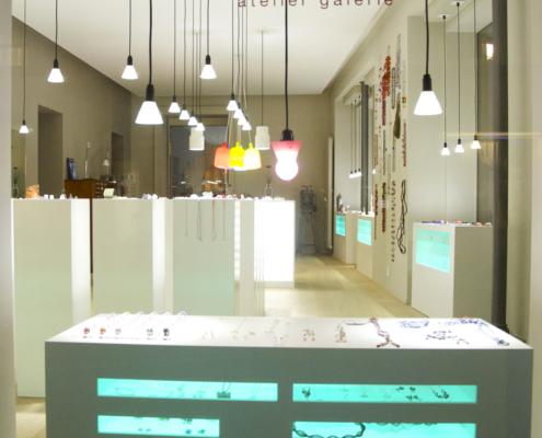 Galerie-caracte-bijoux-contemporains-Valerie-hangel-neuchatel