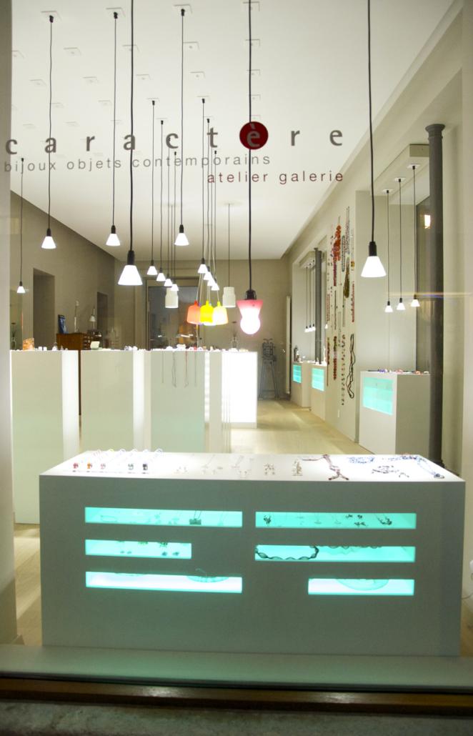 Galerie-caractere-bijoux-contemporains-Valerie-hangel-neuchatel