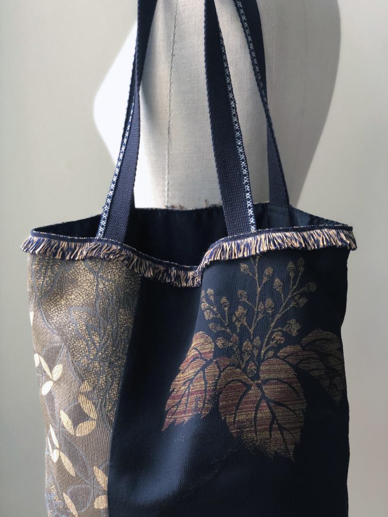 sac-feuillage-en-soie-japonaise-fait-main-piece-unique-accessoire-femme-Valerie-Hangel-galerie-h-geneve