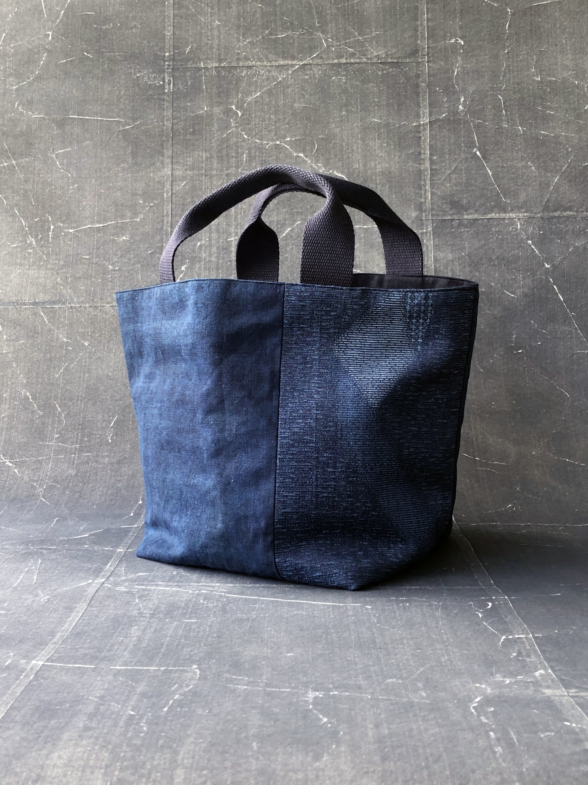 sac-coton-indigo-fait-main-artisanat-local-valerie-hangel-carouge