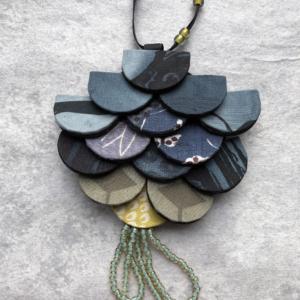 textile-jewellery-fashion-accessory-pearls-kimono-silk-craftsman-textile-jewellery-carouge-galerie-h
