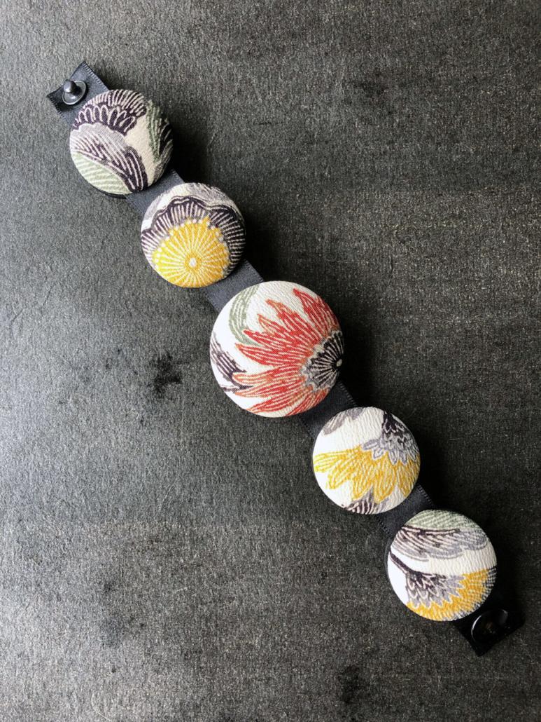Bracelet-soie-kimono-artisanat-bijou-textile-accessoire-mode-fait-main-creation-createur-Valerie-Hangel-Carouge-Geneve-galerie-h