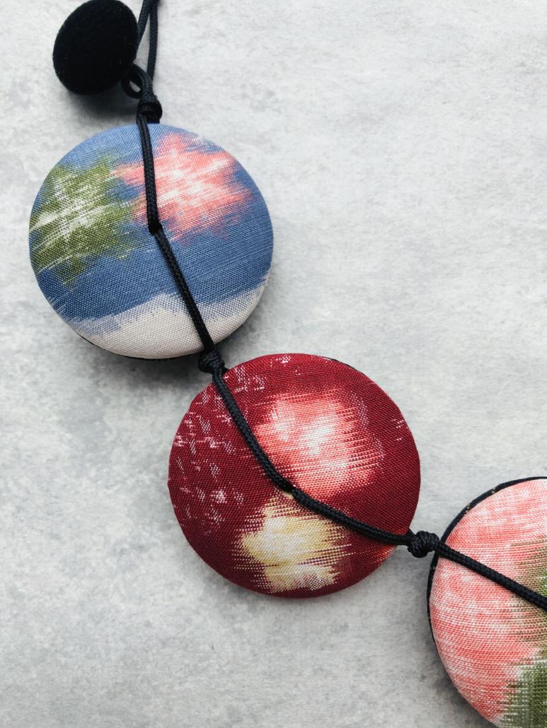 Collier-Hiroko-soie-kimono-bijoux-accessoire-mode-femme-fait-main-artisan-Valerie-Hangel-Galerie-h
