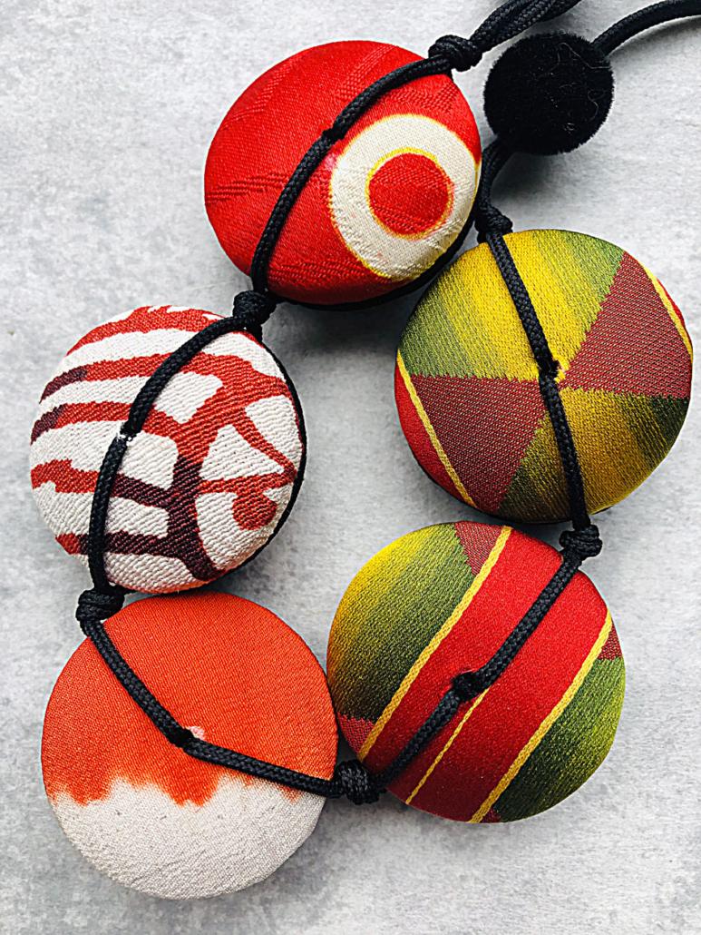 collier-kimono-ancien-bijoux-fait-main-artisanat-piece-unique-textile-ancien-accessoire-mode-bijoux-createur-hangel-carouge