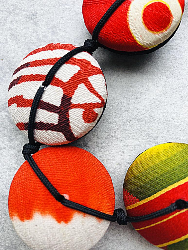 petit-collier-collection-hiroko-soie-vert-bijou-fait-main-createur-valerie-hangel-carouge