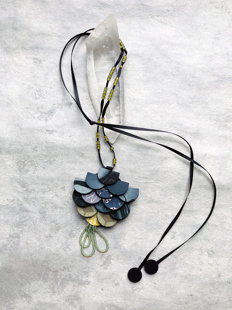 pendant-beads-glass-kimonos-jewelry-necklace-craft-valerie-hangel-geneva