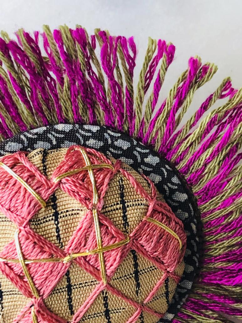 broche-soie-rose-kimono-broderie-art-luxe-creation-unique-rare-objet-fait-main-valerie-hangel-galerie-h-carouge-geneve