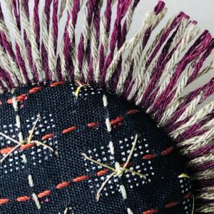 textile-brooch-handmade-kimono-vintage-embroidery-design-fashion-jewellery-art-valerie-hangel-galerie-h-geneva