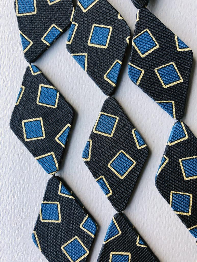 collier-soie-cravate-fait-main-artisanat-bijoux-contemporains-hangel-carouge-geneve