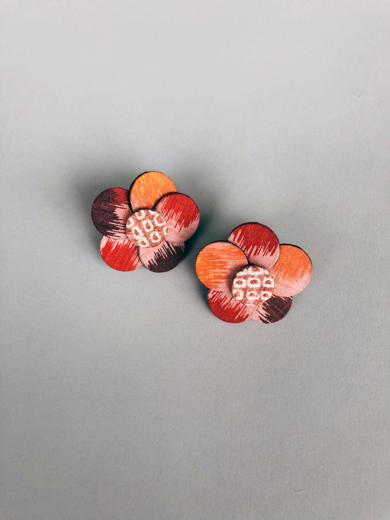 Boucles-oreilles-fleurs-de-cerisier-kimono-bijoux-tissus-anciens-artisanat-luxe-valérie-Hangel