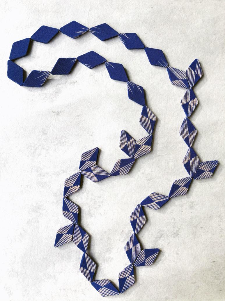 collier-girouette-bijoux-contemporains-soie-kimono-piece-unique-valerie-hangel-geneve