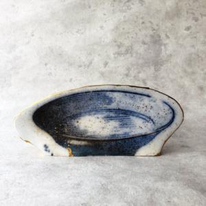 contemporary-ceramic-printing-plate-blue-porcelain-gold-paul-scott-carouge-geneva