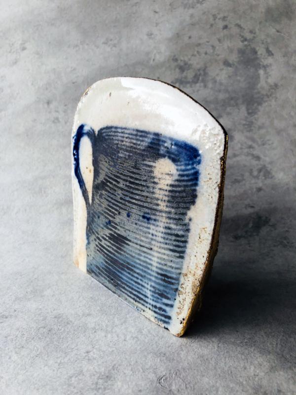 ceramique-bleue-et-blanche-piece-unique-contemporain-sculpture-or-paul-scott-geneve