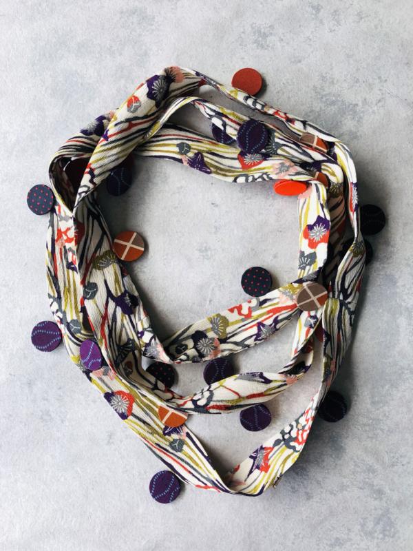 collier-ruban-bijoux-textile-fait-à-la-main-galerie-artisanat-accessoires-mode-collection-hangel-galerie-h-carouge-geneve